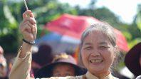Phật tử trong CLB Cúc Vàng rước xe hoa kính mừng Phật đản tại chùa Ba Vàng ngày 7/4 năm Mậu Tuất