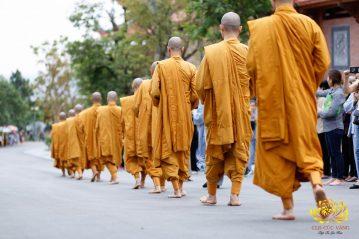 CLB Cúc Vàng trợ duyên cho nhân dân và Phật tử cúng dường Chư Tăng Chùa Ba Vàng