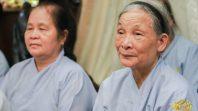Cô Phạm Thị Yến sách tấn đạo tràng Minh Khuê ngày 24/7 năm Mậu Tuất