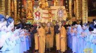 Chư Tăng chùa Ba Vàng làm lễ trong ngày lễ giỗ Tổ