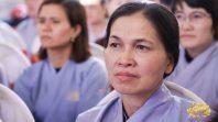 Cô Phạm Thị Yến (Tâm Chiếu Hoàn Quán) chủ nhiệm CLB Cúc Vàng - Tập Tu Lục Hòa chia sẻ Pháp tại Hải Phòng