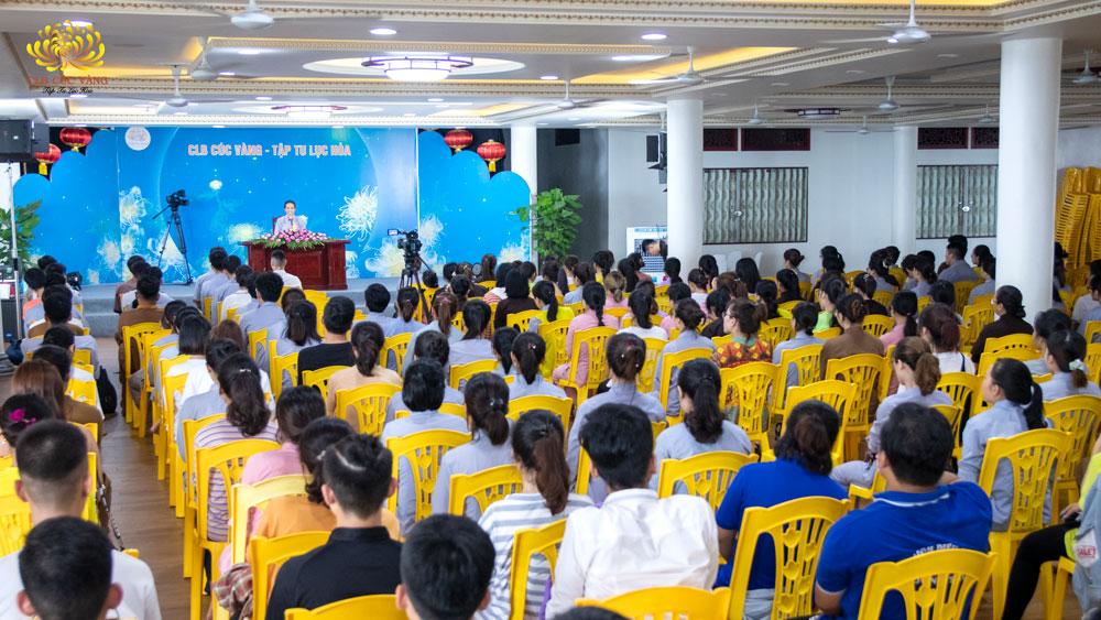 Cô Phạm Thị Yến đã có buổi chia sẻ với các bạn trẻ ở một số khu vực trong CLB Tuổi Trẻ