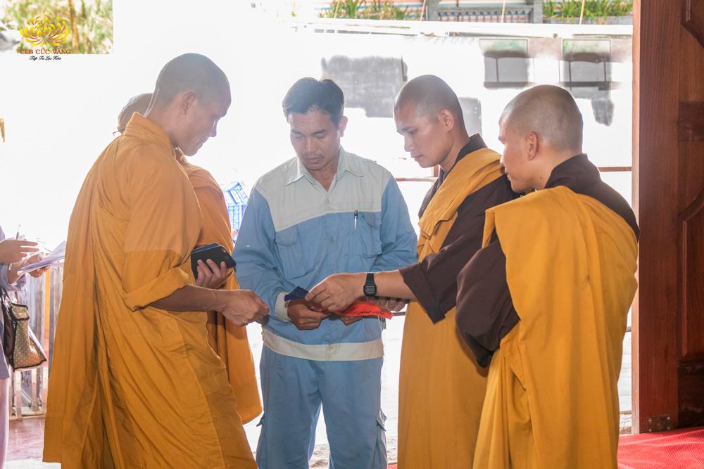 Chư Tăng kiểm tra công tác chuẩn bị cho Khóa tu mùa hè chùa Ba Vàng lần I - 2020