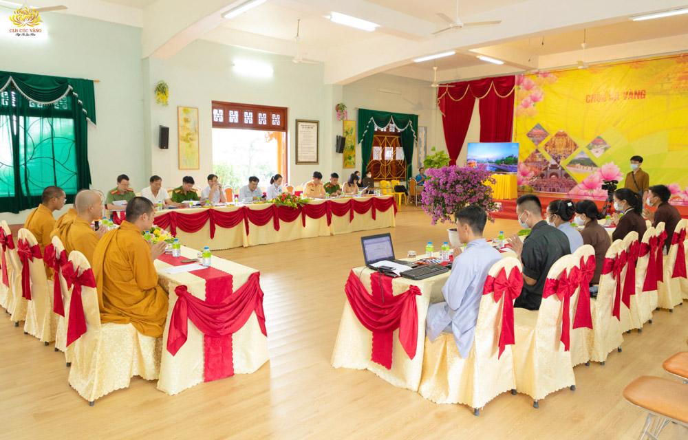 Buổi họp bàn công tác chuẩn bị lễ hội Hoa Cúc chùa Ba Vàng năm 2020
